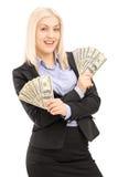 Fêmea feliz no terno preto que guardara dólares americanos Imagens de Stock