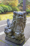 Fêmea Foo Dog Sculpture de Komainu do japonês fotografia de stock