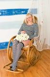 Fêmea grávida envelhecida média bonita fotos de stock royalty free