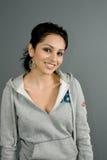 Fêmea latino-americano na camisola urbana ocasional Imagens de Stock