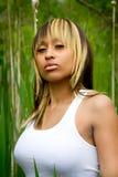 Fêmea no campo da grama alta Fotos de Stock