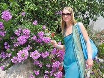 Fêmea no jardim Fotos de Stock Royalty Free