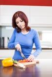 Alimento de preparação fêmea atrativo Imagem de Stock