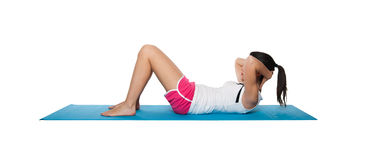 Fêmea nova bonita que exercita em um azul matt Imagens de Stock Royalty Free