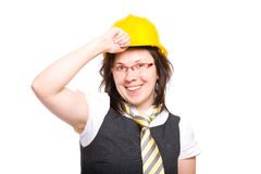 Fêmea nova no capacete de segurança e nos vidros vermelhos, isolados Fotos de Stock Royalty Free