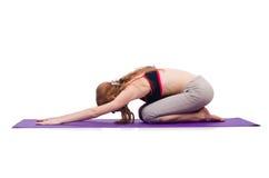 Fêmea nova que faz exercícios Foto de Stock Royalty Free