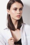 Fêmea nova que olha afastado Fotos de Stock Royalty Free