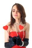 A fêmea prende dois corações pequenos, isolados no branco Imagens de Stock