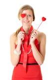 A fêmea prende dois corações pequenos, isolados no branco Fotografia de Stock