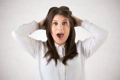 Fêmea que olha surpreendida Foto de Stock