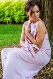 Fêmea 'sexy' moreno da senhora da menina da jovem mulher no vestuário formal Foto de Stock