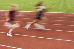 Fêmeas que competem na trilha Foto de Stock
