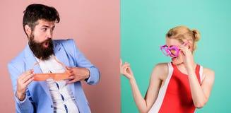 Fête au bureau Meilleurs amis Couples dans l'amour rapports Cou heureux photo stock
