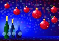 Fête de Noël avec la bouteille et les verres de vin Images stock