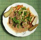 Fígado Stewed da carne com a batata de fri e de curva Imagem de Stock