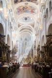 Fórmese en la iglesia del ` de St Thomas en Praga Fotos de archivo libres de regalías