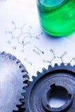 Fórmula da química com garrafa verde fotografia de stock royalty free