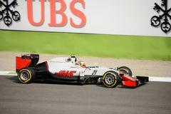 Fórmula 1 de Haas en Monza conducido por Esteban Gutierrez Imagen de archivo libre de regalías