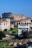 Fórum romano e Colosseo em Roma Fotografia de Stock