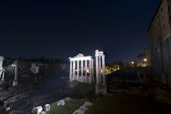 Fórum romano, Roma, templo de Vespasian Fotos de Stock Royalty Free