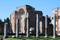 Fórum romano (templo de Venus e de Roma) Imagens de Stock Royalty Free