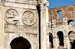Fórum Romanum, arcos triunfais e Colosseum Foto de Stock
