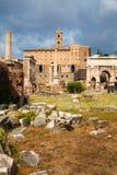 Fórum Romanum em Roma, Italia, durante um dia de verão Fotografia de Stock Royalty Free