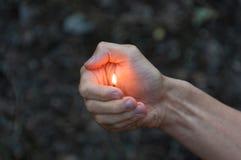 Fósforo ardente no assistente A chama do fósforo que aponta ao ascendente Foto de Stock Royalty Free