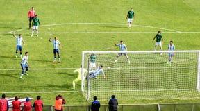 Fósforo de futebol Argentina-Bolívia do futebol no La Paz Stadium Foto de Stock Royalty Free