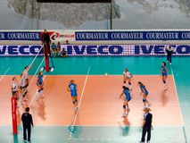 Fósforo do voleibol: recepção Fotografia de Stock Royalty Free