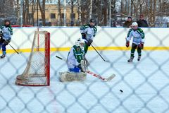Fósforo Shuiskie Sokoly do hóquei em gelo da juventude contra Himik, o 3 de fevereiro, 20 Fotos de Stock