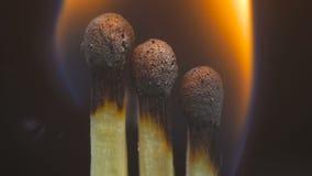 Fósforos de madeira ardentes Imagens de Stock