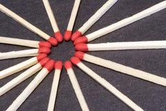 Fósforos de madeira em um círculo Foto de Stock Royalty Free