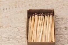 Fósforos em uma caixa foto de stock