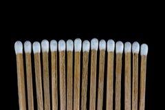 Fósforos isolados contra um fundo preto Fotografia de Stock