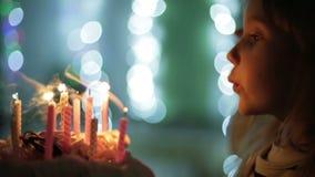Födelsedag av lilla flickan stock video