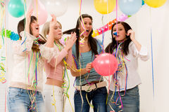födelsedagberöm fyra party kvinnan arkivbild