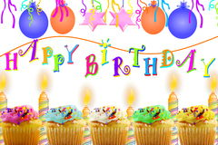 Födelsedaghälsningkort med muffinballongremsan och stearinljus Royaltyfria Bilder