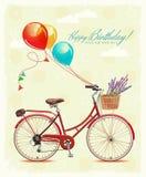 Födelsedaghälsningkortet med cykeln och ballonger i tappning utformar också vektor för coreldrawillustration Royaltyfri Fotografi