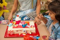 Födelsedagkaka arkivbilder
