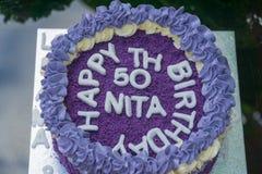 födelsedagkaka för th som 50 göras ut ur purpurfärgade sötpotatisar Royaltyfria Foton
