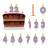 Födelsedagkaka med nummerstearinljus Arkivfoton