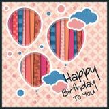 Födelsedagkort i stilen av utklipp med ballonger och moln på retro modellbakgrund vektor stock illustrationer