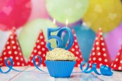 Födelsedagmuffin för stearinljus för 50 årsdag Royaltyfri Bild