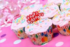 födelsedagmuffiner pink nätt Fotografering för Bildbyråer