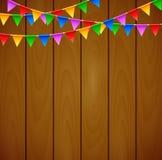 Födelsedagpartiet med triangeln sjunker på träbakgrund Stock Illustrationer