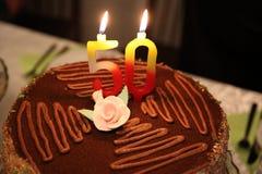 Födelsedagtårtan med numrerar 50 Royaltyfri Fotografi