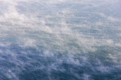Födelsen av moln på vattnet Arkivfoton