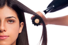 Föhnfrisur-Mädchen-Haar