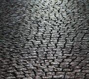 Följ den gråa tegelstenvägen Arkivfoto